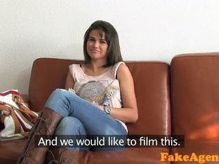 kwaliteit brunette video-, realiteit film, plezier pijpbeurt gepost
