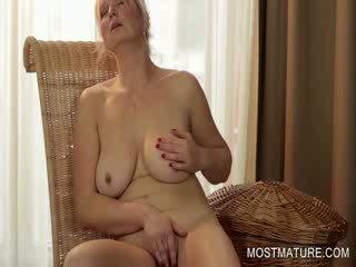 ouder video-, heet grootmoeder, vol oud seks