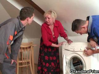 Vanha widow services two repairmen