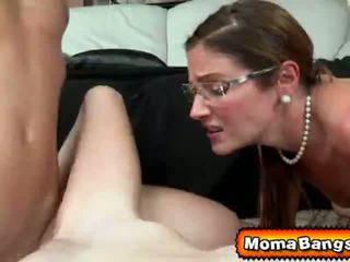 Ava hardy got pounded על ידי שלה step-mom עם strap ב