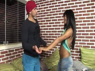 Erotis trans-seksual viva dantas gives naik dia bokong hole untuk uang tunai!
