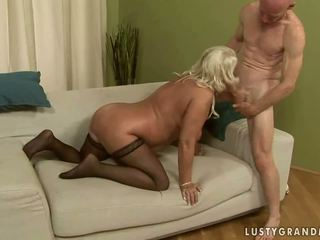 Poredne babi getting analno zajebal