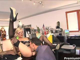 사무실 단 정치 못한 여자 donna bell gets rammed