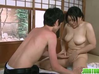 जपानीस परिपक्व: जपानीस मेच्यूर बेब साथ उसकी युवा स्किनी lover.
