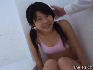 Азіатська підліток смокче він як жорсткий як вона може