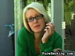 video, heet jonge meisjes roken, roken fetish