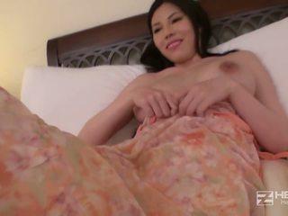 Jovem grávida asiática miúda com grande tetas works este noite.