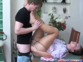 Руски мама и син чорапогащник фетиш секс