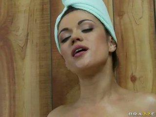 Di sebuah sauna dengan dengan two terangsang lesbian remaja video