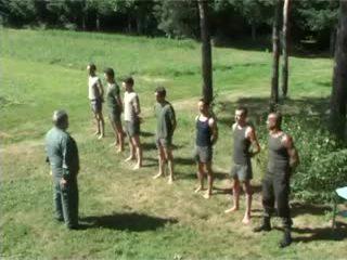 Hazed esercito undress