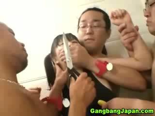 Asiatisch flittchen gruppe grope orgie