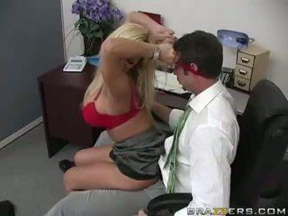 Shyla stylez gets anally מזוין על ידי שלה co-worker וידאו