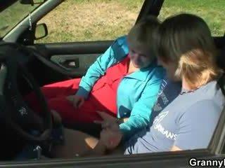 자동차 driver bangs 할머니 매춘부
