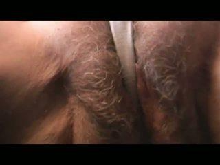 मेच्यूर हेरी ग्रॉनी strips और teases फिर begins सकिंग कॉक के माध्यम से pants