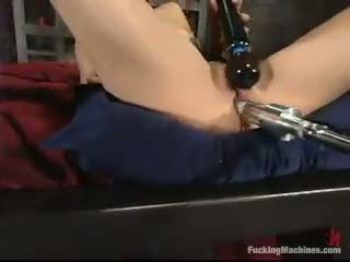 Sarah blake has got laid által egy mighty screwing device -ban egy cellar