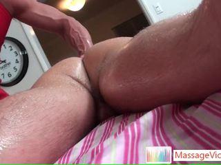 Guy receives son amende anus massaged