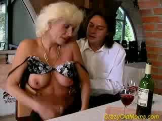 クレイジー 古い ママ gets ザーメン セックス