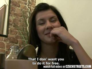 Fahişe streets - genç tugjob islak gömlek gets o zor içinde kız oğlanı sikiyor oda video