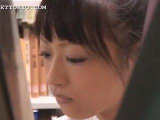 Monada asiática adolescente chica teased en la escuela
