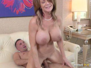 Мама watches деякі entrancing порно і gets зіпсована