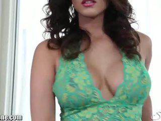 Sunny leone plays with her pussy on the floor