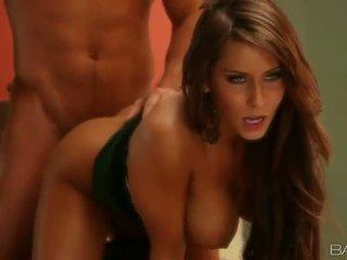 Berpayu dara besar cougar madison ivy dapur seks