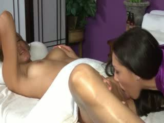 Hot arabian queen gets her cunt licked
