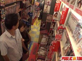 Kitajka old likes javno lizanje
