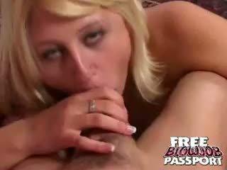 Platinum blondinke medu stacy thorn sesanje a velikan penis