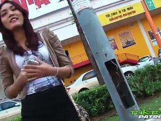 Sexy thajská dívka eager pro velký bílý kohout
