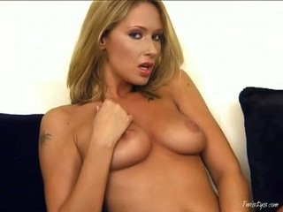 Roxy Carter Acquires Finger Fucking Until She Cums