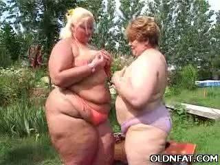 Χοντρός/ή ώριμος/η λεσβίες having σεξ outdoors