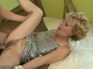 Gjoksmadhe gjyshja gets fucked