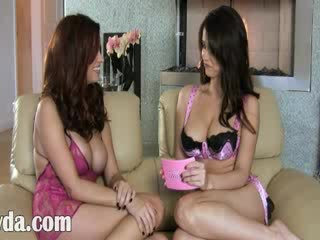 Two bigtit brunet Lesbos in Limo