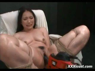 Азиатки направен към оргазъм с мощност tools видео