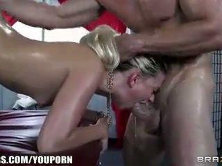 Jessie volt deepthroats тя masseur и begs за анално