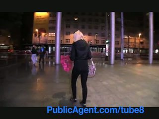 Publicagent söpö blondi wins lisää kuin hän halusi