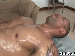 Sıcak guy kazanmak onun aktris vücut massaged