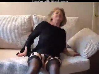 愛らしい 英国の おばあちゃん gets ファック amp does アナル 英国の euro brit 欧州の cumshots 飲み込む