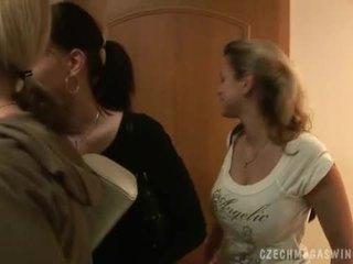 Збуджена чешка couples в a horby swingers вечірка