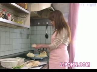 Japanische Frau betrügen während schlafender Ehemann