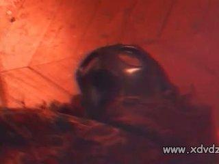 Pavēlniece ovidie wears āda cimdi un zābaki uz viņai apakšzemes cietums kur men ciest viņai punishments
