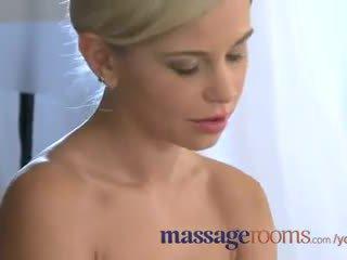 Masažas rooms suaugę lesbietiškas has a filthy encounter su jaunas blondinė paauglys