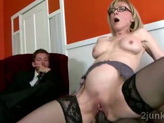 Nggumunke diwasa sekretaris pleases her sons ireng bos video