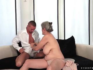 Prsnaté stará mama enjoys príťažlivé sex s ju boyfriend