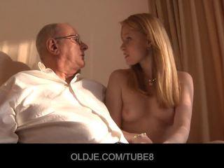 En chaleur rousse fille gets une sexe vente à partir de an oldje