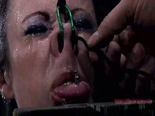 ร้อน หญิง gets tied ขึ้น และ stripped เปล่า