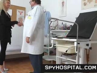 Ein versteckt kamera drinnen ein gyno clinic