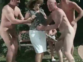 pissing, babunia, fetysz