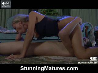 Ninette robin chaud mère sur vidéo